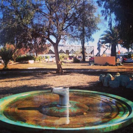 la Plaza de La República, vista hacía el Cine Inca, fuente de agua y Minero